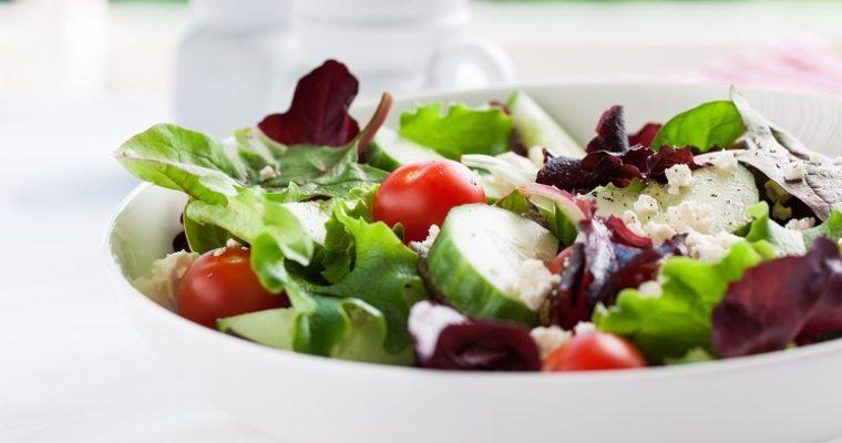 Barevné saláty plné zdraví